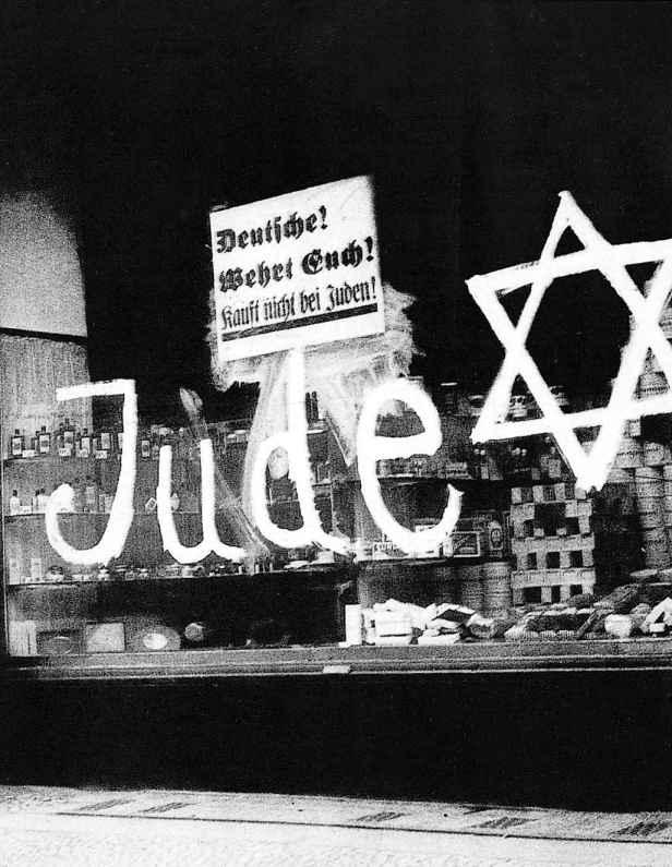 e17e04f83e Negozio ebraico devastato dopo la notte dei cristalli, 9 novembre 1938,  1500 ebrei assassinati, sinagoga e negozi distrutti, libri bruciati, ...